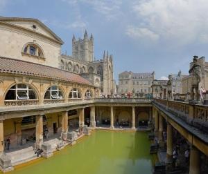 Roman_Baths_in_Bath_Spa,_England_-_July_2006_edit3