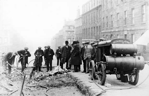 photo of Dundas St roadworks in 1800s